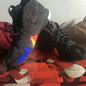 Kyrie 4's size 10